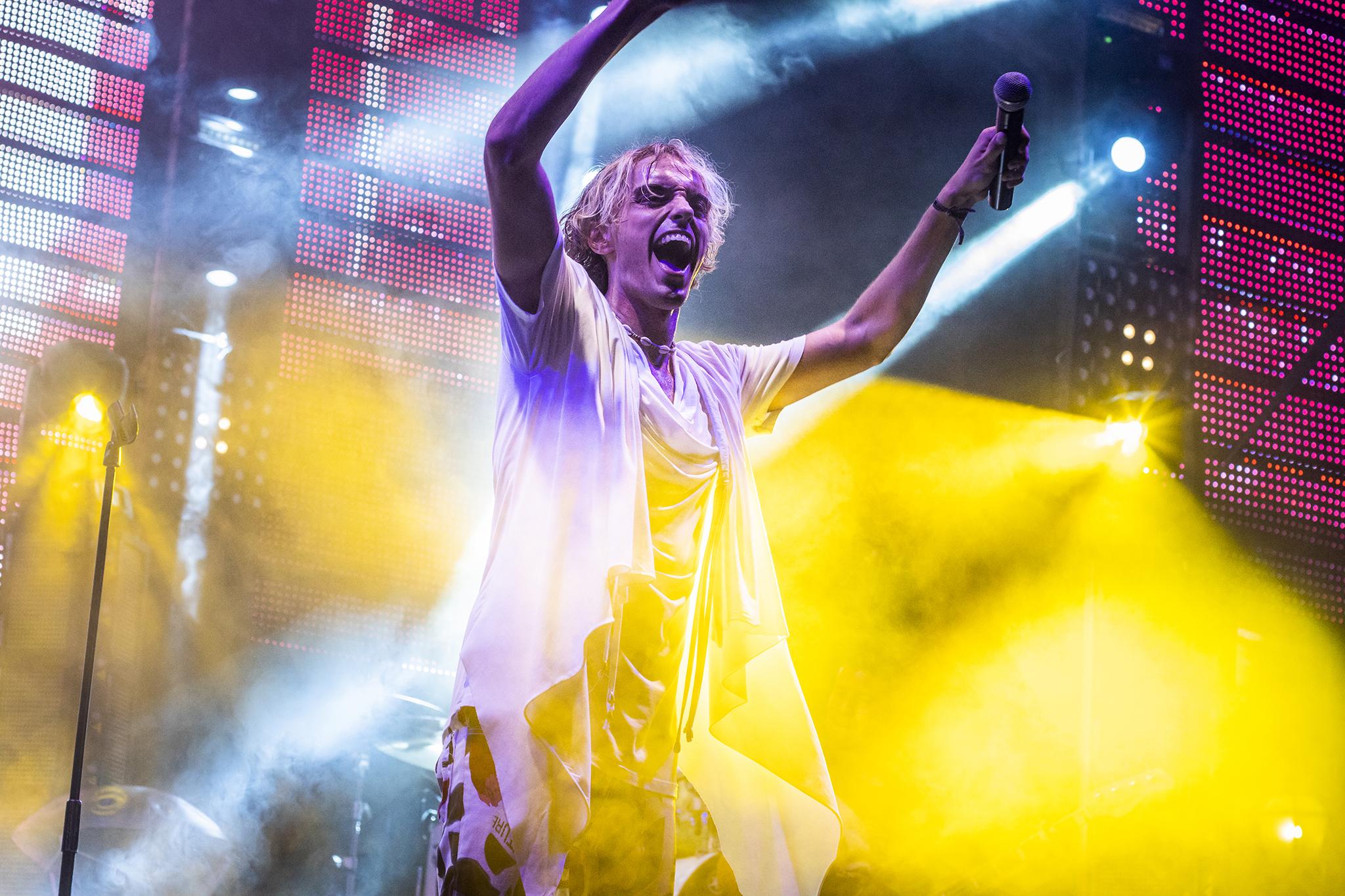 Emoción en la plaza de Chelva – Marcoo en concierto